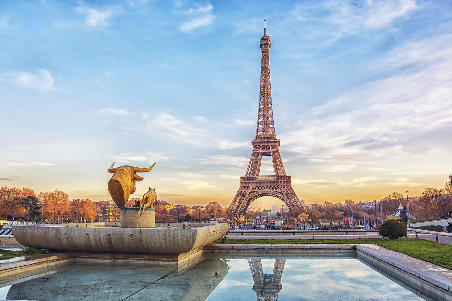 eiffel-tower-at-sunset-aussie-travel
